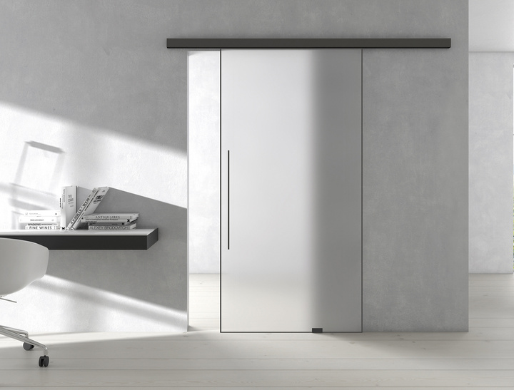 The PLANEO AIR sliding door system, with its sleek frame profile, creates an emblematic graphic effect.