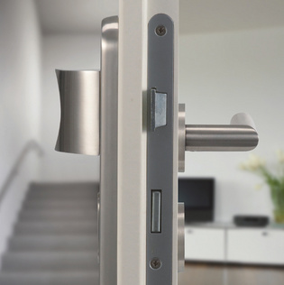 Illustration shows combination security fitting from Griffwerk on a flat entrance door