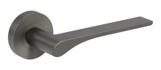 Isolated product image in the right-turned angle shows the GRIFFWERK rose set LEAF LIGHT in the version mortice lock - cashmere grey - screw on technique